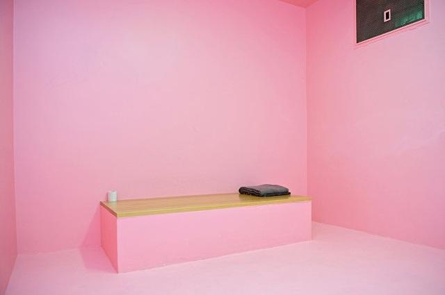 Nhà tù sơn màu hồng giúp tù nhân hạ hỏa, trở nên bớt hung hăng - 1