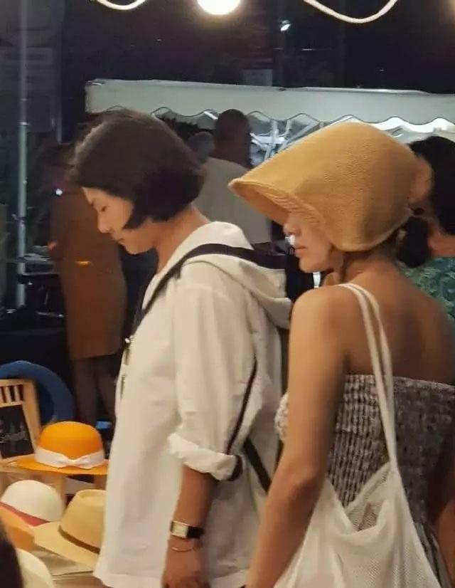 """Song Hye Kyo mặt """"mộc"""" đi du lịch cùng bạn tại Pháp - 3"""