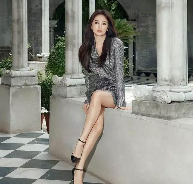 """Song Hye Kyo mặt """"mộc"""" đi du lịch cùng bạn tại Pháp - 5"""