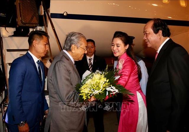 Thủ tướng Malaysia tới Hà Nội, bắt đầu thăm chính thức Việt Nam - 1