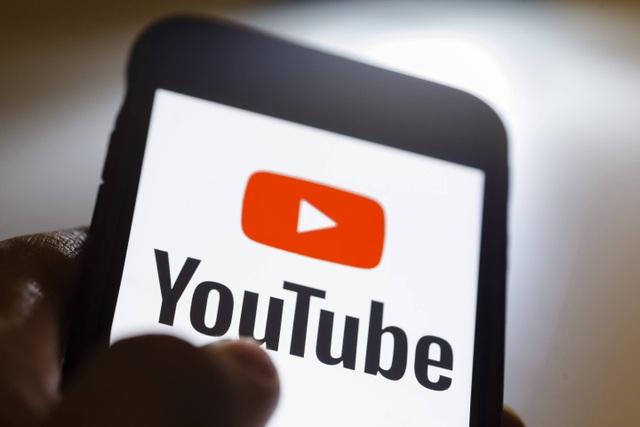 Fan nam nhảy cầu tự sát do bị nữ YouTuber khước từ lời mời ăn tối - 1