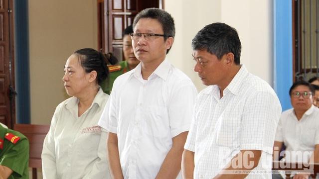 Bắc Giang: Chủ nhiệm Uỷ ban kiểm tra huyện uỷ cùng thuộc cấp chia nhau hơn 30 năm tù! - 1