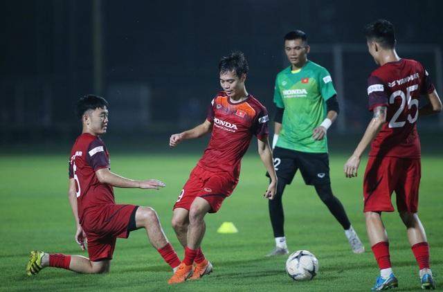 Văn Hậu, Trọng Hoàng báo tin vui với HLV Park Hang Seo - 1