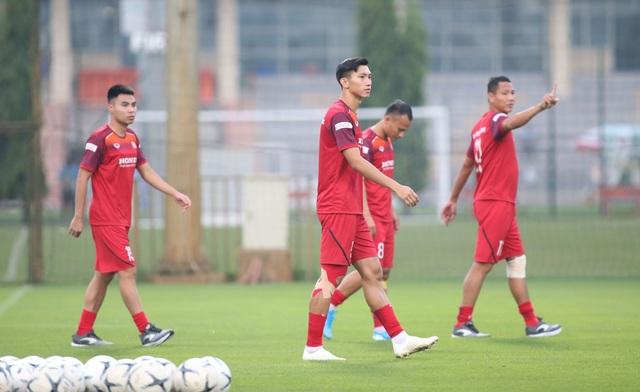 Văn Hậu, Trọng Hoàng báo tin vui với HLV Park Hang Seo - 10