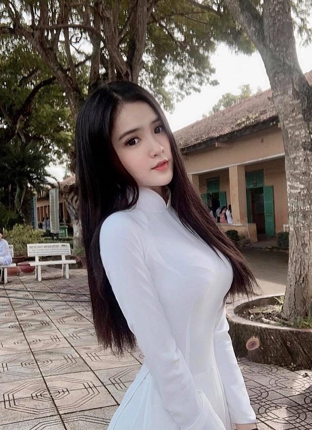 """Chân dung nữ sinh mang hai dòng máu Việt - Trung gây """"sốt"""" mạng - 3"""