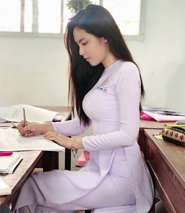 """Chân dung nữ sinh mang hai dòng máu Việt - Trung gây """"sốt"""" mạng - 1"""
