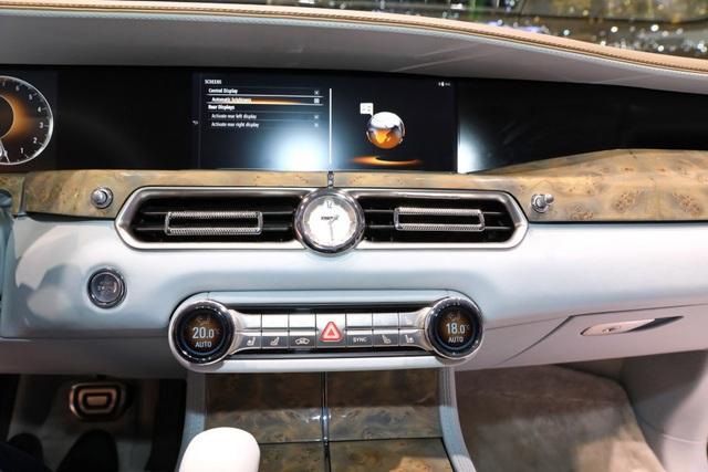 Rolls-Royce của nước Nga chốt giá tương đương hơn 6 tỉ đồng - 10