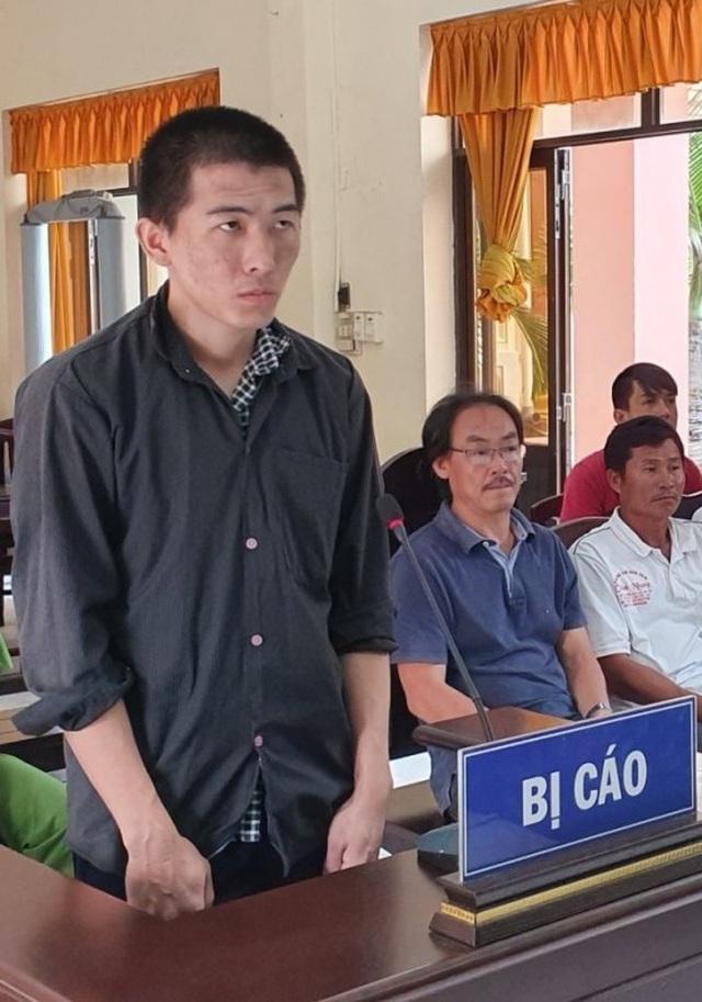 Nhiều gã đàn ông tù tội vì thuê xe ô tô cầm lấy tiền qua biên giới đánh bạc - 2