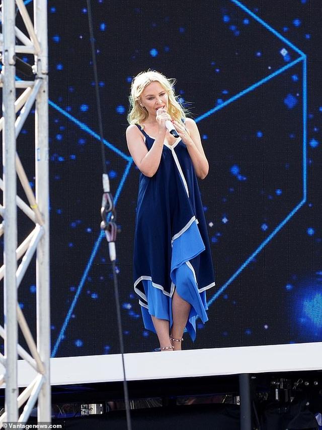 Kylie Minogue xinh đẹp, rạng rỡ ở tuổi 51 - 6