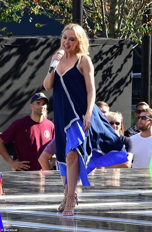 Kylie Minogue xinh đẹp, rạng rỡ ở tuổi 51 - 5