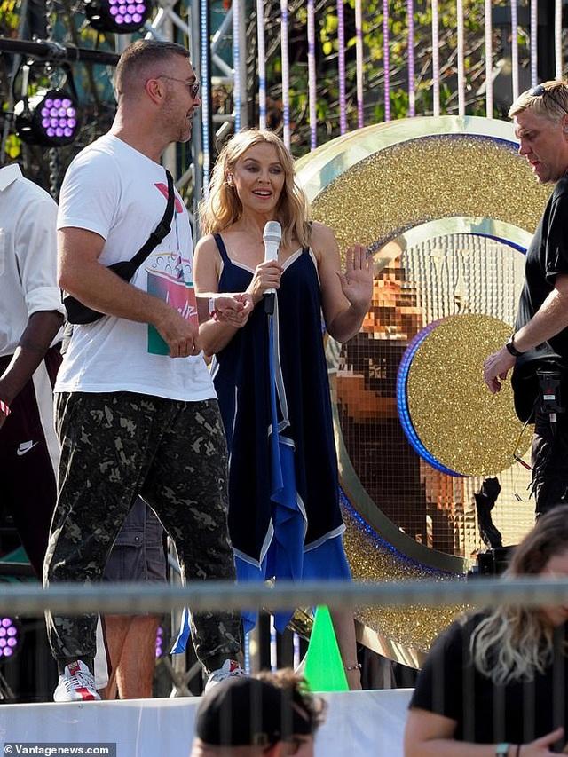 Kylie Minogue xinh đẹp, rạng rỡ ở tuổi 51 - 4