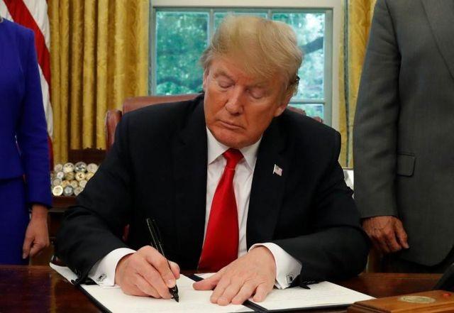 Gần 20 bang của Mỹ kiện ông Trump vì giam giữ vô thời hạn trẻ di cư - 1