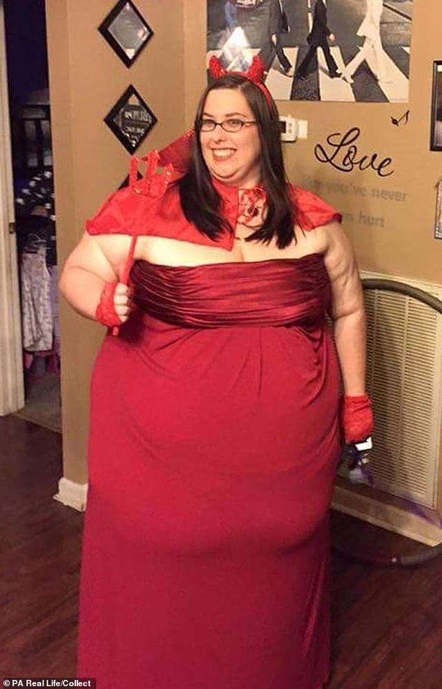 Cô gái cao 1m6 nặng 177 kg bật mí cách kiếm 12000 USD/năm nhờ lợi thế quá khổ - 3