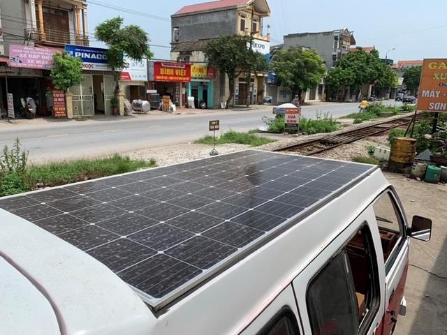Nam sinh lớp 12 lắp ráp thành công ô tô chạy bằng năng lượng mặt trời chở được 12 người - 4