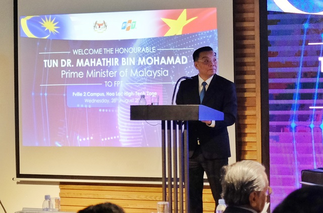 Thủ tướng Malaysia 94 tuổi đến FPT chia sẻ về chuyển đổi số và lái thử xe Vinfast - Ảnh minh hoạ 3