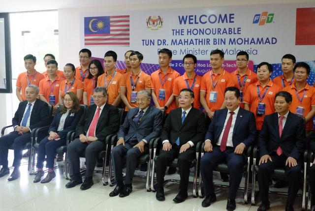 Thủ tướng Malaysia 94 tuổi đến FPT chia sẻ về chuyển đổi số và lái thử xe Vinfast - 4