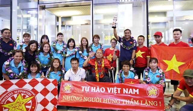 Đội tuyển nữ Việt Nam về nước, được thưởng hơn 2 tỷ đồng - 2