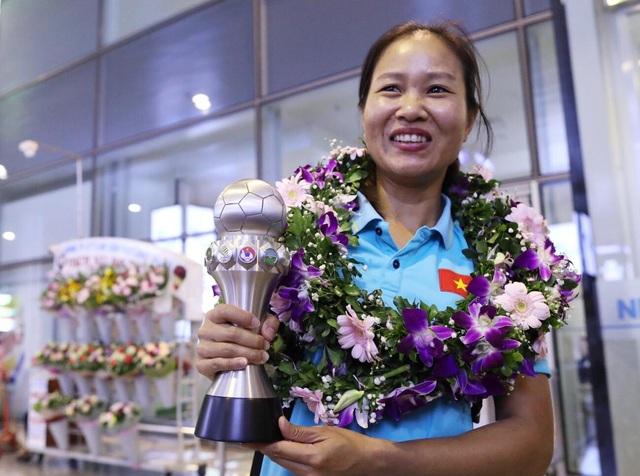 Đội tuyển nữ Việt Nam về nước, được thưởng hơn 2 tỷ đồng - 10