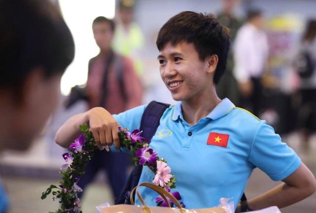 Đội tuyển nữ Việt Nam về nước, được thưởng hơn 2 tỷ đồng - 13