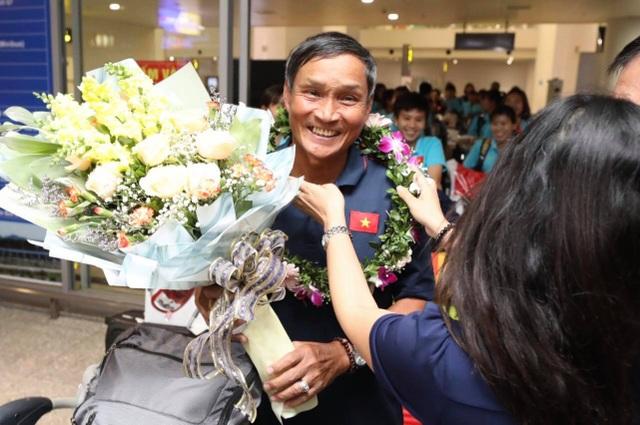 Đội tuyển nữ Việt Nam về nước, được thưởng hơn 2 tỷ đồng - 12