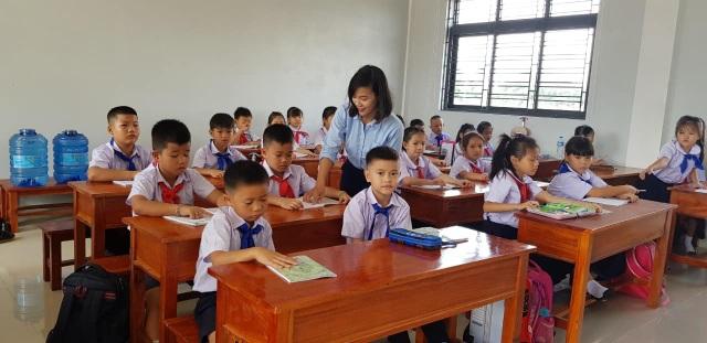 Đưa giáo viên Quảng Trị sang dạy học tại Lào - 2