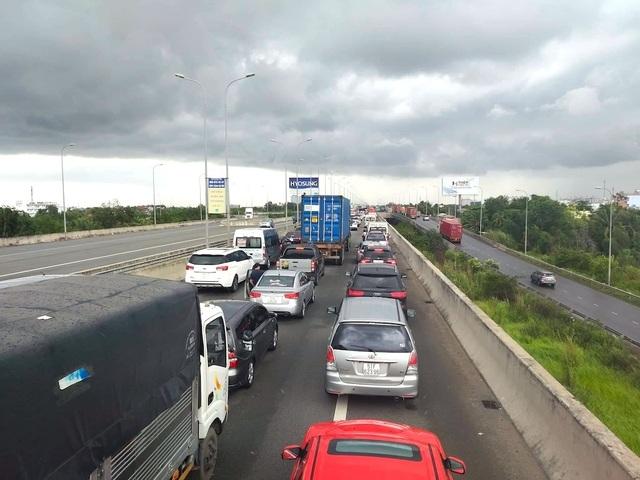 TPHCM muốn làm đường đô thị trong hành lang an toàn của đường cao tốc - 1