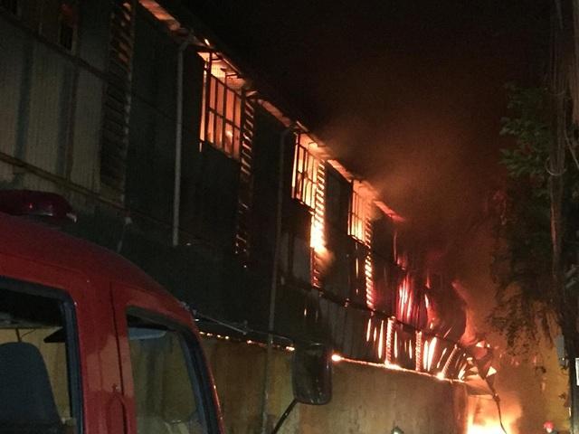 Hiện trường vụ cháy cực lớn tại Nhà máy bóng đèn phích nước Rạng Đông - 3