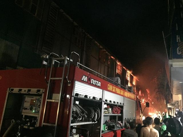 Hiện trường vụ cháy cực lớn tại Nhà máy bóng đèn phích nước Rạng Đông - 2
