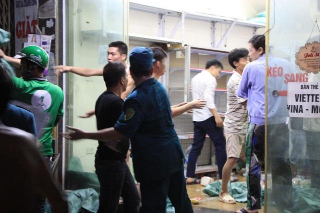 Hiện trường vụ cháy cực lớn tại Nhà máy bóng đèn phích nước Rạng Đông - 5