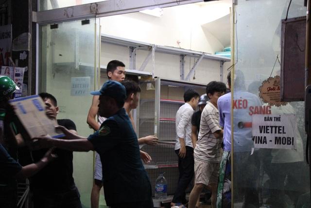 Hiện trường vụ cháy cực lớn tại Nhà máy bóng đèn phích nước Rạng Đông - 9