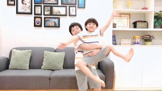 2 bé nhà Đan Lê - Khải Anh siêu đáng yêu trong clip cover Bé Gióng Care 100 - 2