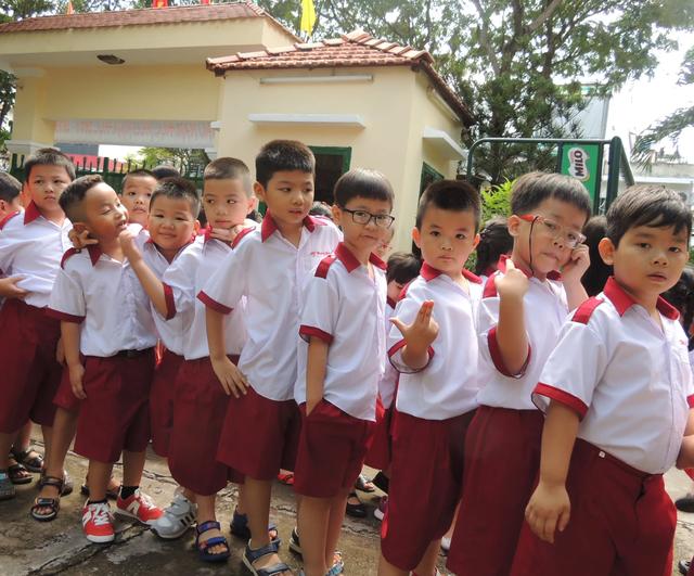 TPHCM: Học sinh tiểu học ra chơi ít nhất 30 phút, dùng nhiều nhất chỉ 3 cuốn vở - 1