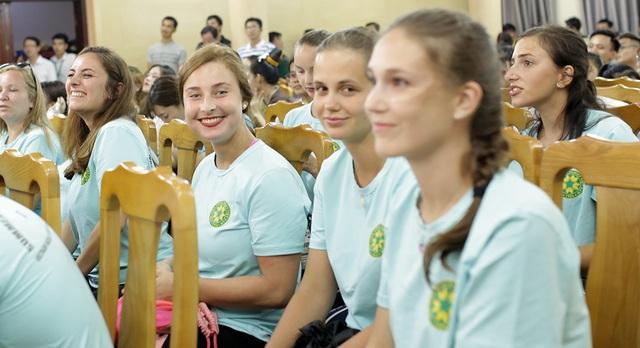 """""""Bữa tiệc văn hóa"""" từ Á sang Âu chào đón tân sinh viên Học viện Nông nghiệp - 10"""