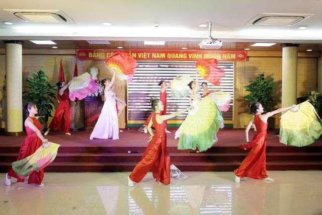 """""""Bữa tiệc văn hóa"""" từ Á sang Âu chào đón tân sinh viên Học viện Nông nghiệp - 3"""