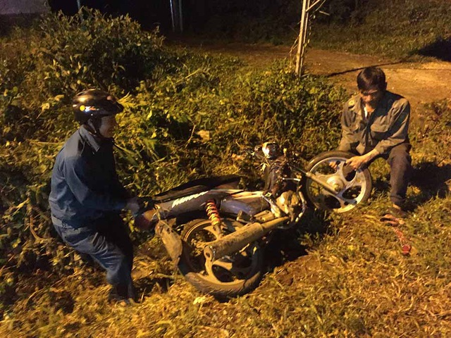 3 xe máy tông nhau, 3 người chết, 2 người bị thương - 1