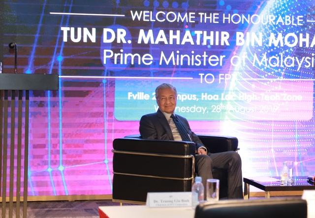 Thủ tướng Malaysia 94 tuổi đến FPT chia sẻ về chuyển đổi số và lái thử xe Vinfast - 2