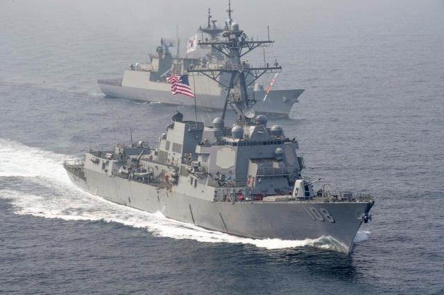 Tàu chiến Mỹ áp sát khu vực Trung Quốc chiếm đóng trái phép trên Biển Đông - 1
