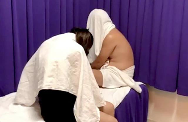Nữ nhân viên spa chỉ bán dâm cho khách nước ngoài - 1