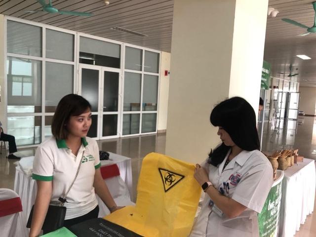Bệnh viện K: 1 tấn túi nilon rác mỗi tháng sẽ được thay thế bằng túi sinh học dễ phân huỷ - 1