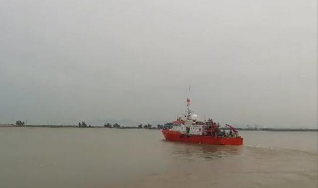 Hai tàu cá cùng 31 ngư dân gặp nạn khi đi tránh bão số 4 - 1
