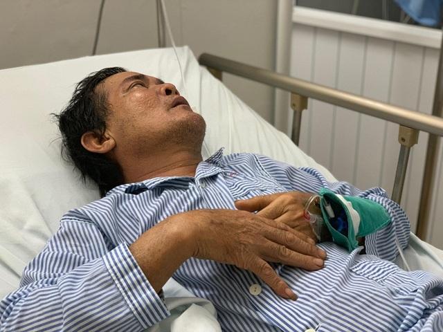 Người phụ nữ Hà Nội tức tốc vào viện tặng 30 triệu đồng đến người vợ quên mình cứu chồng - 2