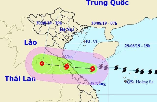 Bão số 4 đi dịch xuống phía Nam, sáng mai đổ bộ Hà Tĩnh - Quảng Trị - 1