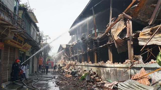 Vụ cháy công ty Rạng Đông: Việc tẩy độc môi trường rất phức tạp - 2