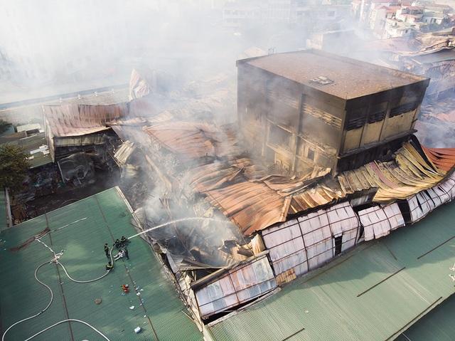 Cảnh đổ nát sau vụ cháy nhà máy bóng đèn Rạng Đông - 4