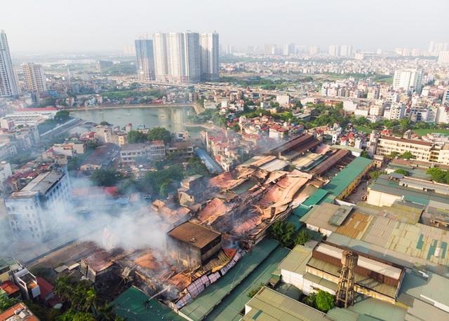 Cảnh đổ nát sau vụ cháy nhà máy bóng đèn Rạng Đông - 1