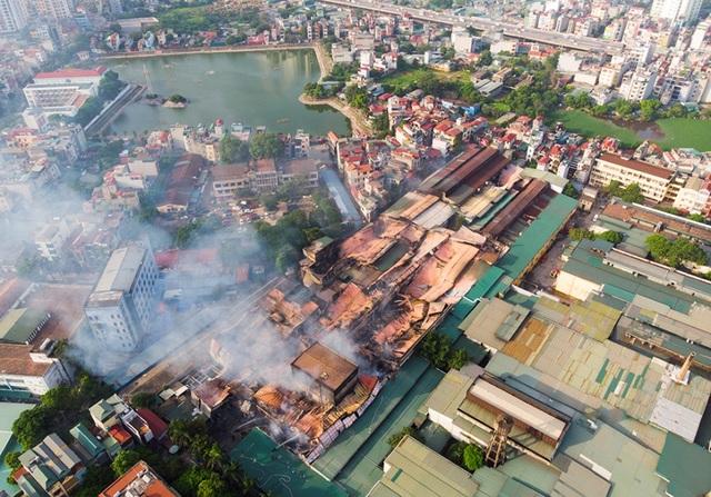 Cảnh đổ nát sau vụ cháy nhà máy bóng đèn Rạng Đông - 2
