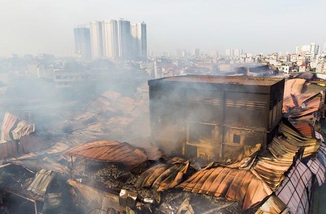 Cảnh đổ nát sau vụ cháy nhà máy bóng đèn Rạng Đông - 6