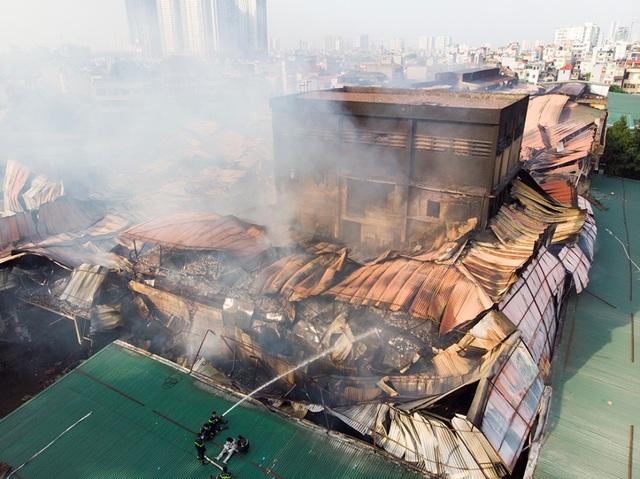Cảnh đổ nát sau vụ cháy nhà máy bóng đèn Rạng Đông - 5
