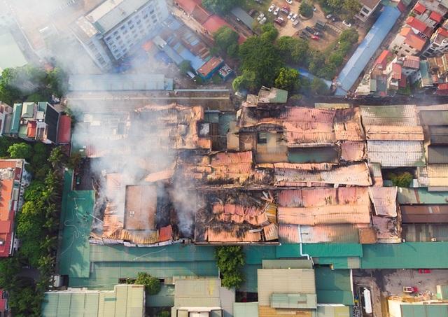 Cảnh đổ nát sau vụ cháy nhà máy bóng đèn Rạng Đông - 7
