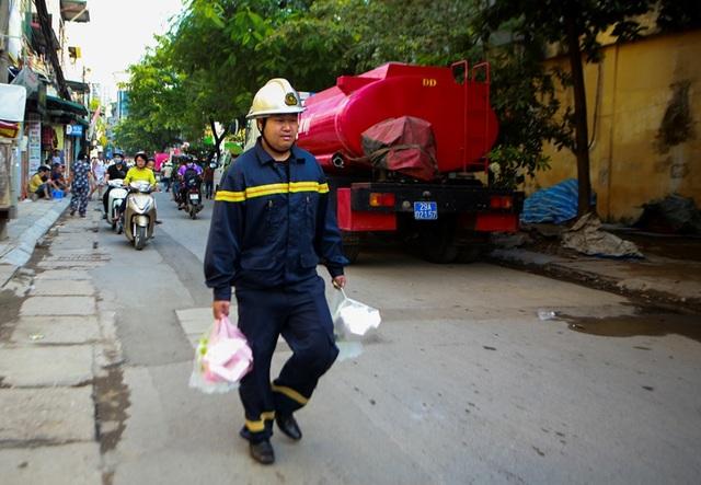 Cảnh đổ nát sau vụ cháy nhà máy bóng đèn Rạng Đông - 9